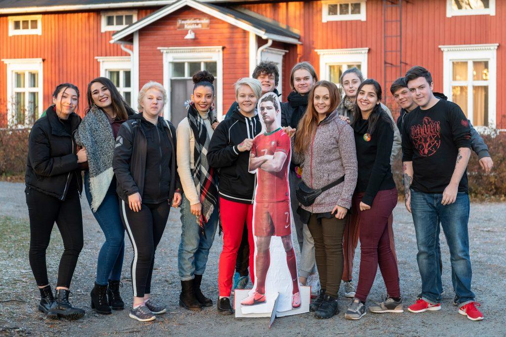 Ryhmäkuva nuorisovaihto-opiskelijoista.