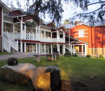 Nuorisokeskus Marttisen päärakennus.