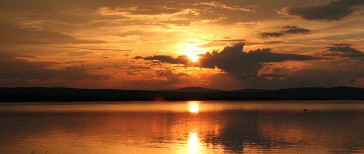 Kaunis auringonlasku Muddusjärvellä.