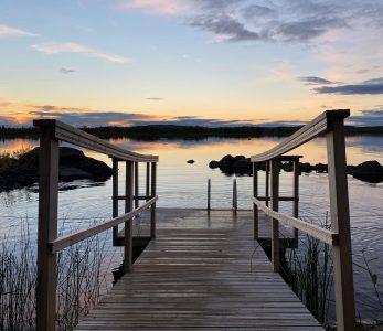 Uimalaituri Muddusjärven rannalla.