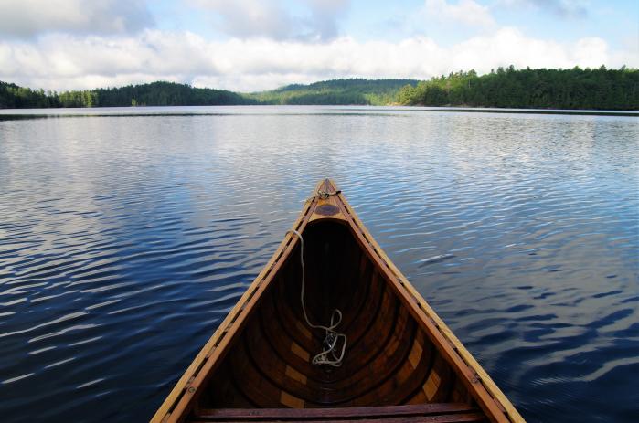 kanootti vesillä